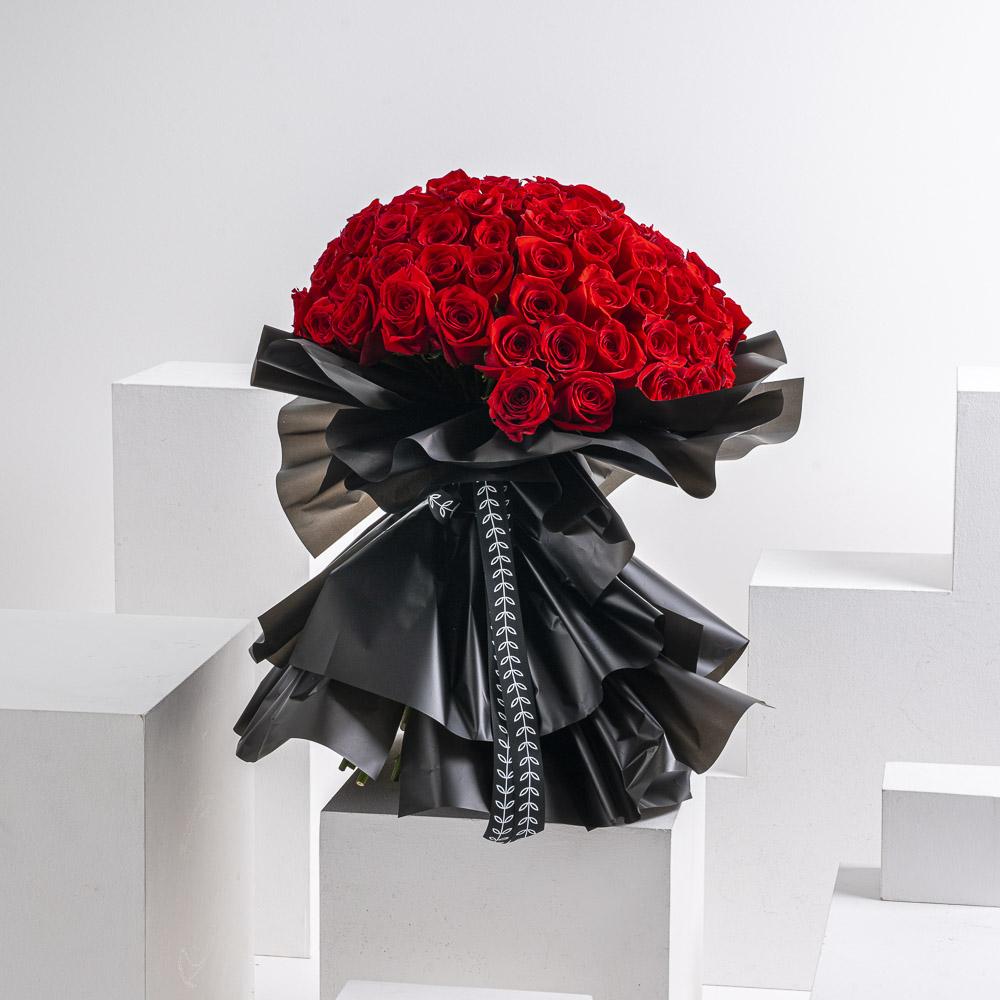 100 وردة جوري احمر