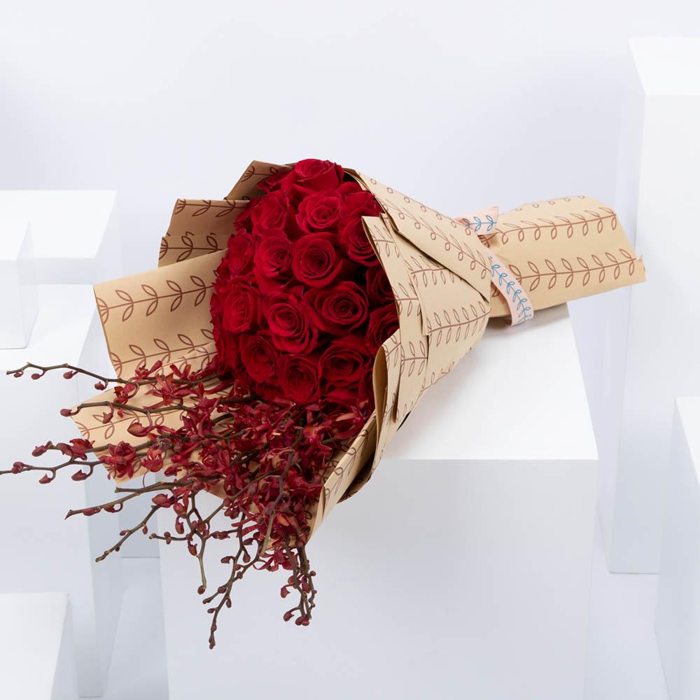 باقة من الورود الحمراء